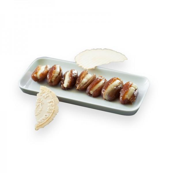 Datteln gefüllt mit Honig-Maracuja-Frischkäse in Pflanzenöl