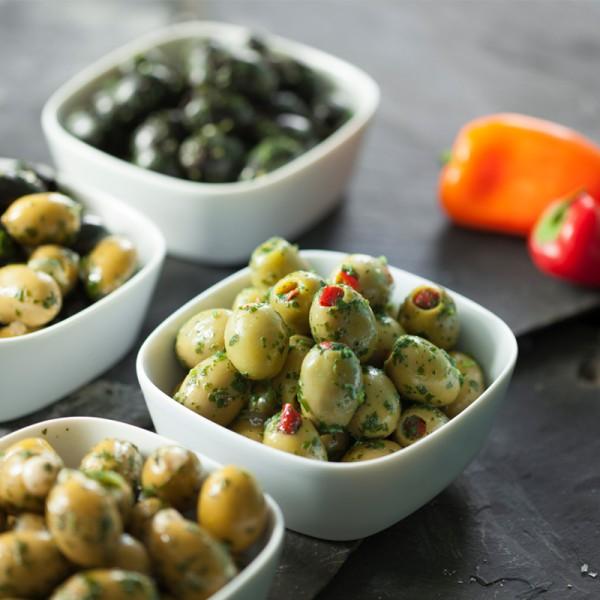 grüne Oliven ohne Stein, mariniert